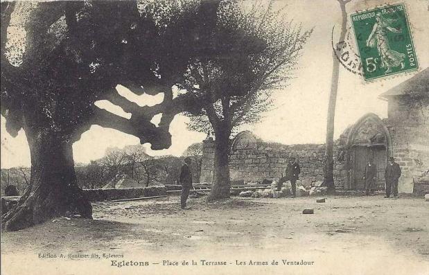 Egletons vieux tilleuls carte postale ancienne 1